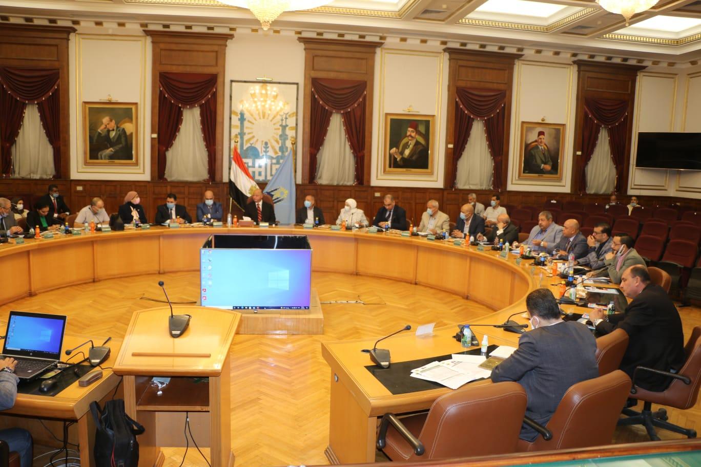 خالد عبدالعال يترأس اجتماع مجلس إدارة مركز معلومات شبكات مرافق القاهرة