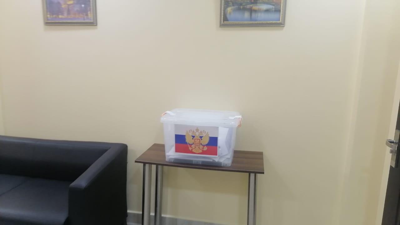 الجالية الروسية بالغردقة تدلي بأصواتها بمقر القنصلية