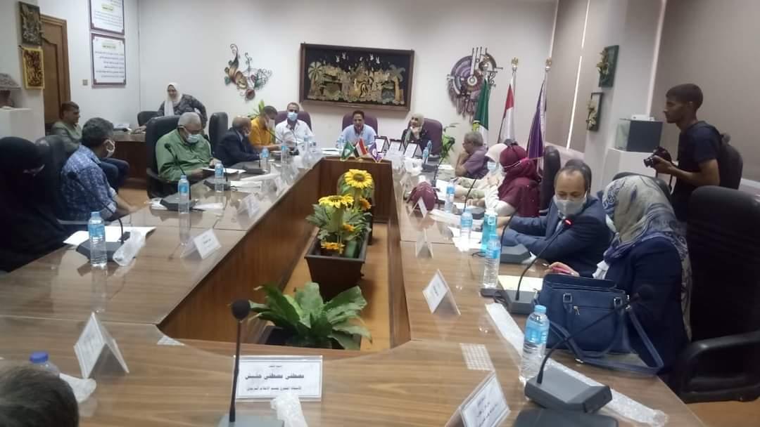 مجلس كلية التربية النوعية خلال الاجتماع