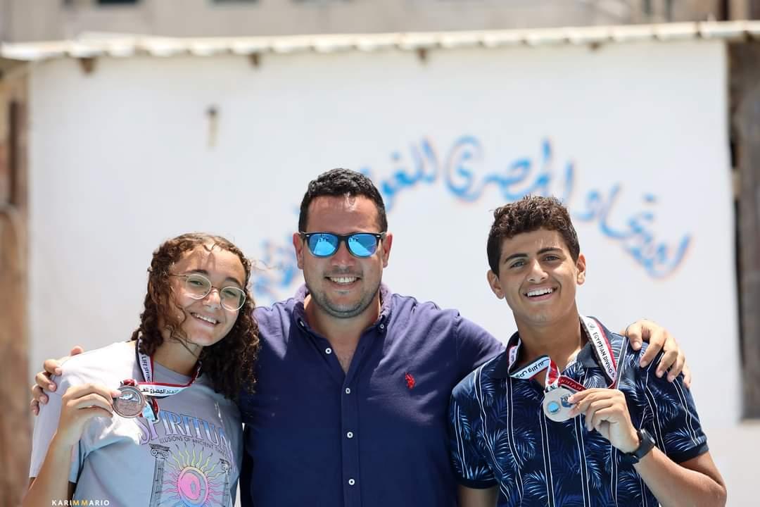أبطال السباحة للزعانف بنادي كهرباء الإسماعيلية