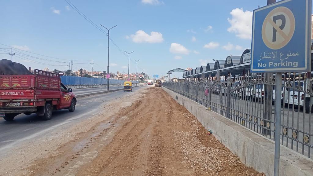 بدء عمليات رصف طريق كفر الشيخ أريمون