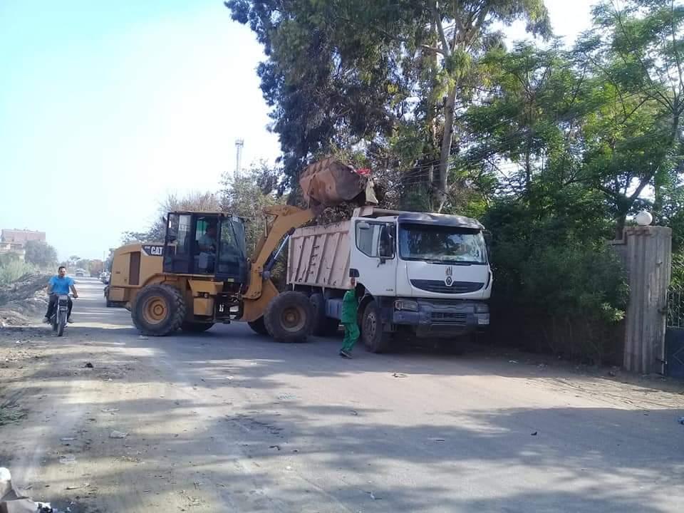 رفع 121 طن قمامة من القرى التابعة لمركز شبين الكوم