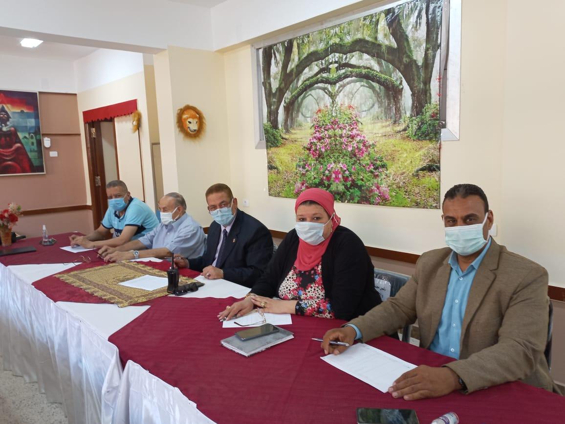 لجنة اختبارات للمتقدمين