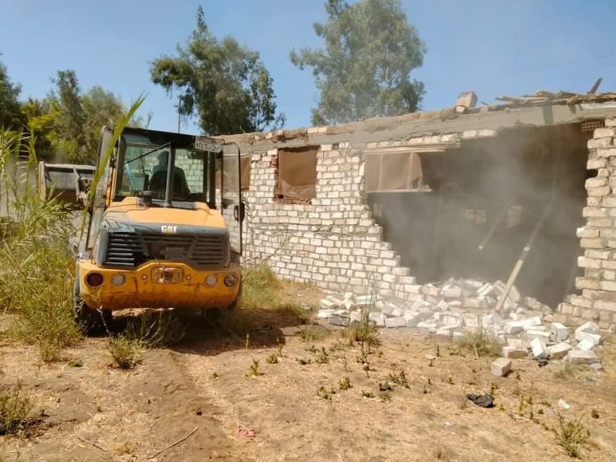 إزالة حالتي تعد على الأراضي الزراعية في مركز طهطا بسوهاج