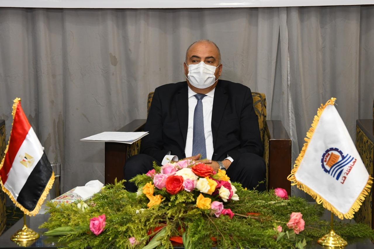 محافظ قنا يشارك البنك الزراعي المصري احتفاله بعيد الفلاح ويسلم  جهازًا كهربائيًا للمحتاجين | صور