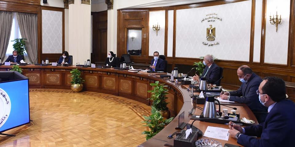 رئيس الوزراء يستعرض مقترحًا لإنشاء مركز لتصنيع السيارات شرق بورسعيد | صور