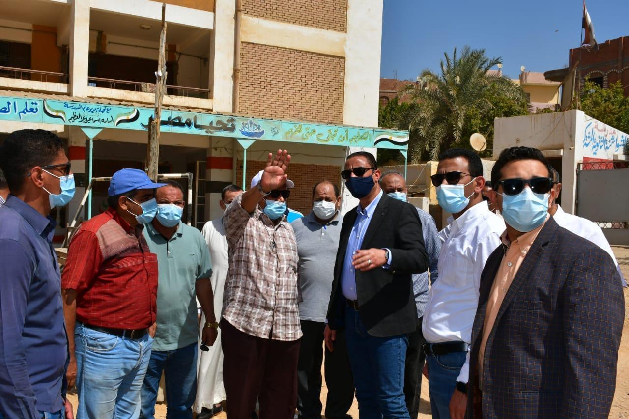 محافظ الفيوم يكلف المسئولين بسرعة إنهاء إجراءات مشروعات حياة كريمة بمركز يوسف الصديق |صور