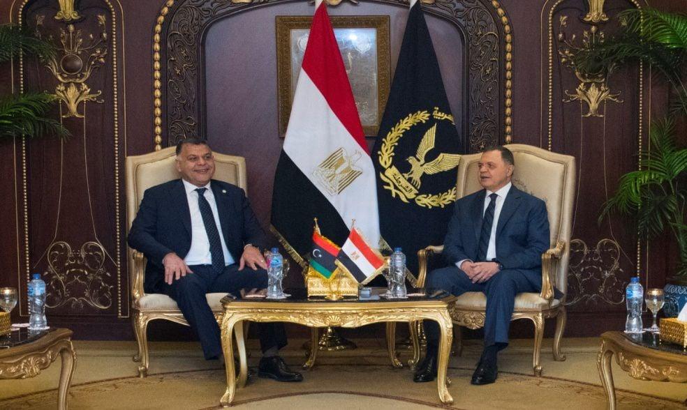 وزير الداخلية يبحث مع نظيره الليبي سبل تطوير علاقات الشراكة الأمنية | صور