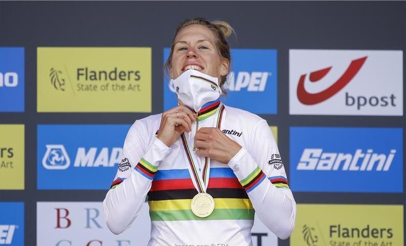 الهولندية فان دايك تتوج بسباق الدراجات عكس عقارب الساعة