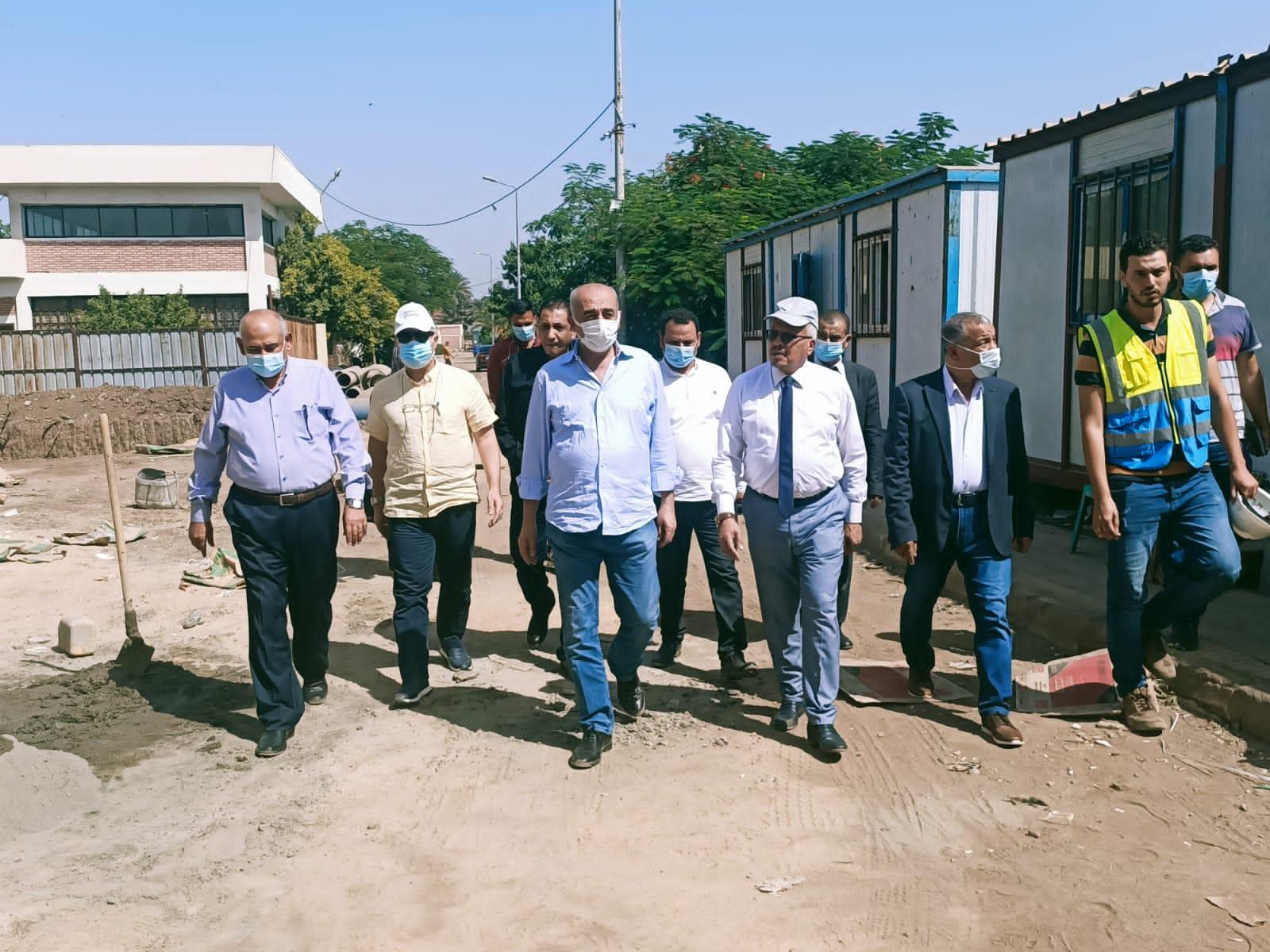 مستشار وزير الإسكان يتفقد بعض مشروعات الصرف الصحي بالمنوفية| صور