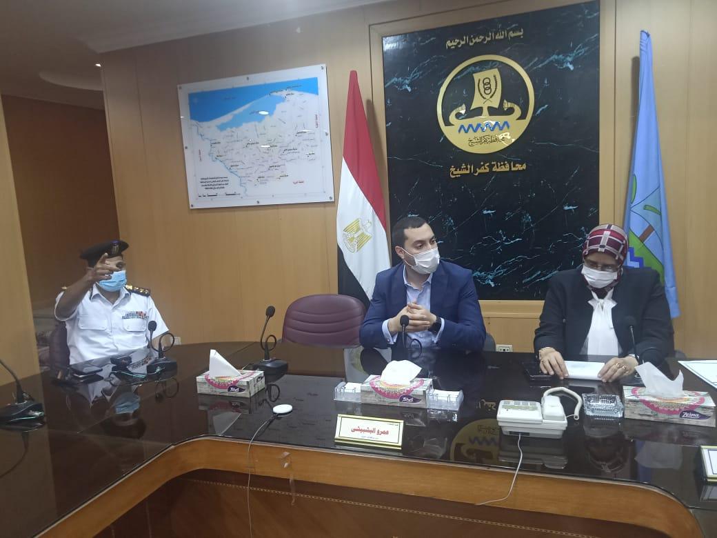نائب محافظ كفر الشيخ يبحث تطوير شبكة الطرق لتحقيق السيولة المرورية بالميادين  صور