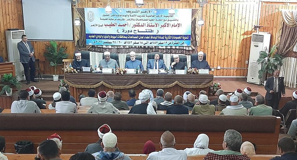 برعاية الإمام الأكبر علماء وقيادات الأزهر يتصدون لظاهرة الثأر بصعيد مصر  صور