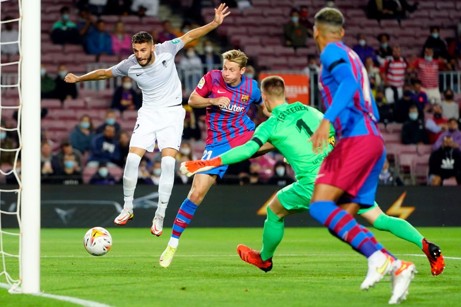 برشلونة يقع في فخ التعادل أمام غرناطة بالدوري الإسباني
