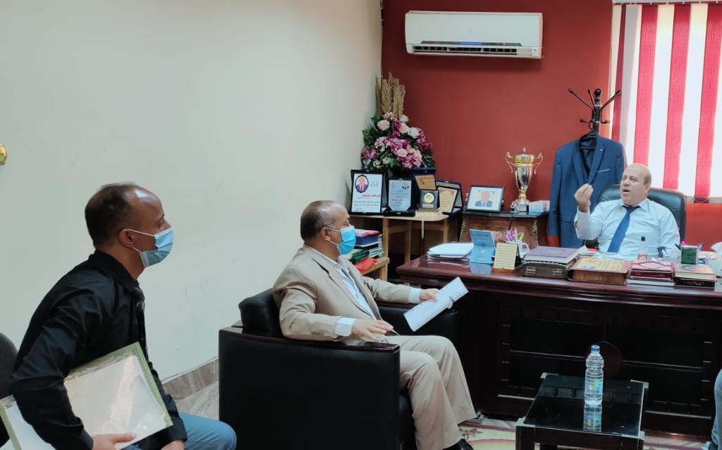 رئيس حي عين شمس ينقل مكتبه للمركز التكنولوجي |صور