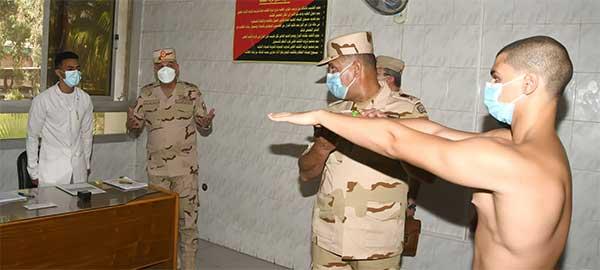 وزير الدفاع يتفقد اختبارات القبول للكليات العسكرية والمعهد الفني للقوات المسلحة بالكلية الحربية