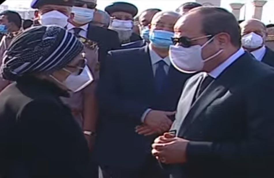 الرئيس السيسي يقدم واجب العزاء لأسرة المشير طنطاوي