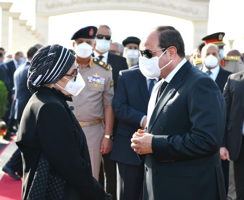 المتحدث الرئاسي ينشر فيديو تقدم الرئيس السيسي جنازة المشير طنطاوي وتقديم العزاء لأسرته|فيديو