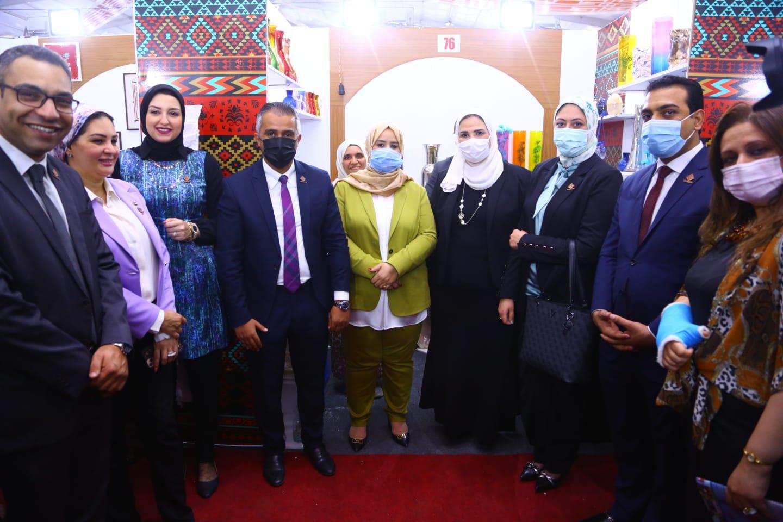 وزيرة التضامن خلال افتتاح  معرض ديارنا  الهدف الأساسي التسويق للمنتجات المصرية الصديقة للبيئة|صور