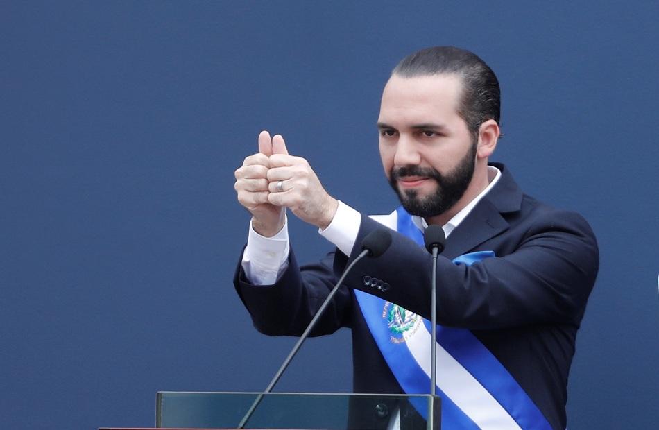 ;أحلى ديكتاتور في العالم; رئيس السلفادور يغير صفته على ;تويتر;