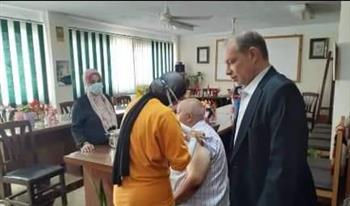 تطعيم-العاملين-بحي-الضواحي-ببورسعيد-وأسرهم-بالجرعة-الأولى-للقاح-كورونا صور