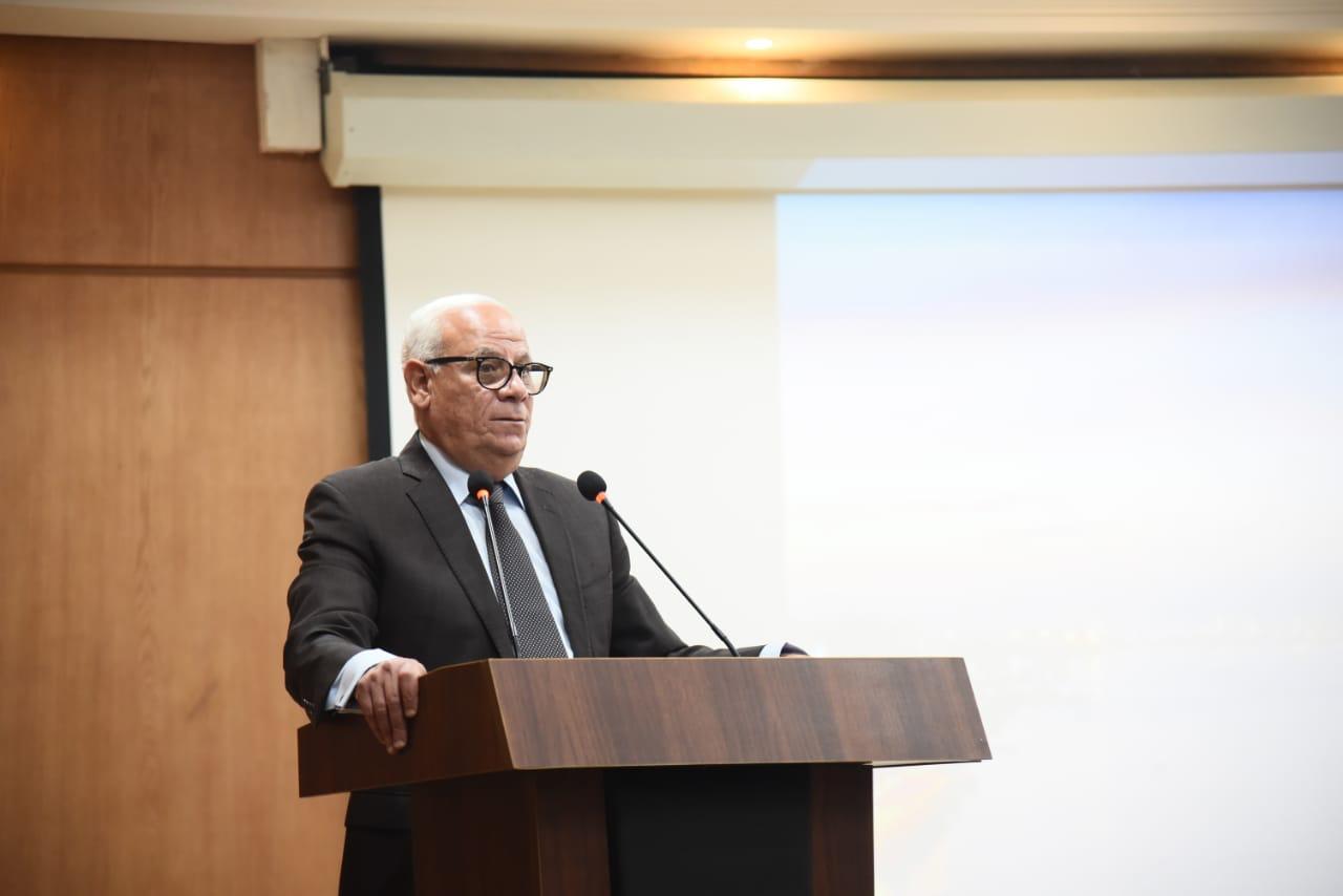 محافظ بورسعيد يبحث استعدادات المحافظة لاستقبال العام الدراسي الجديد   صور