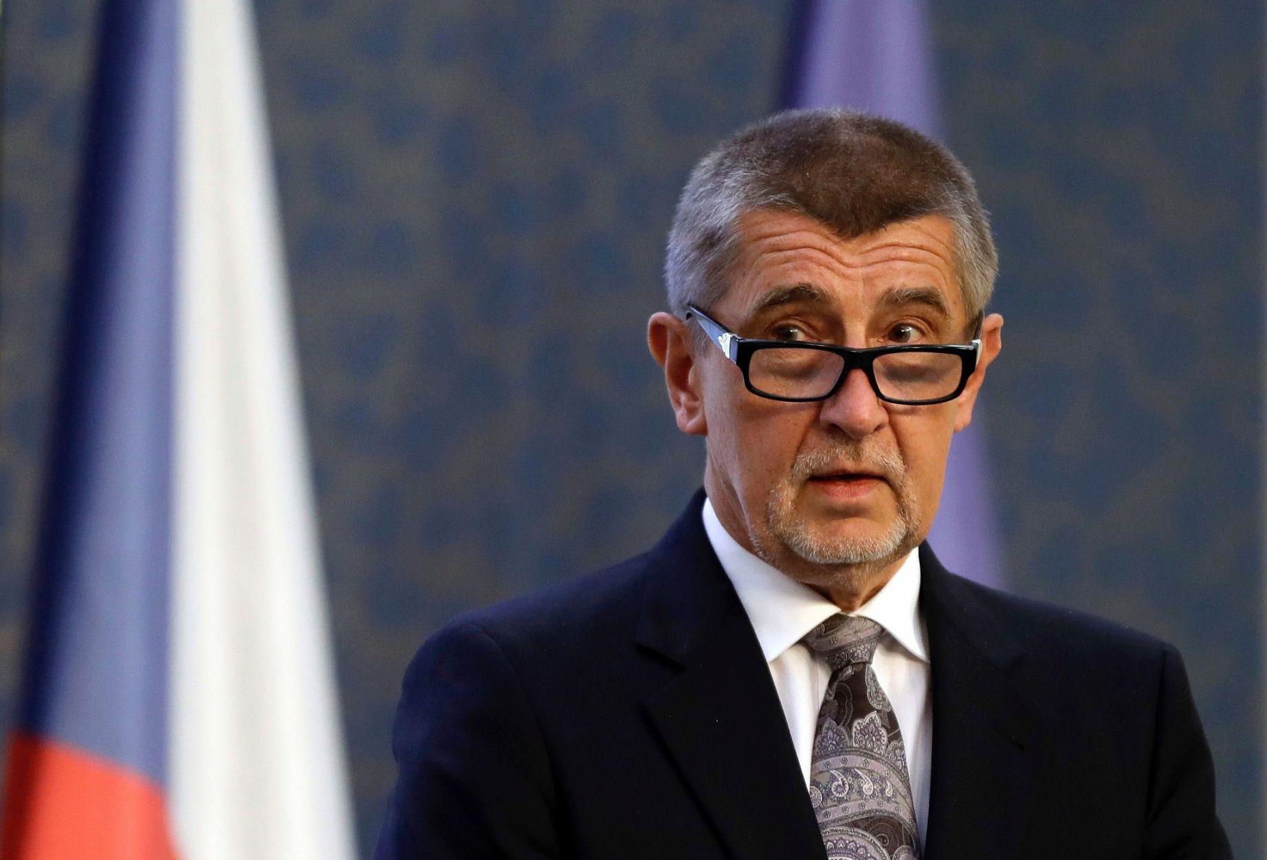 رئيس وزراء التشيك يستعد لتلقي جرعة لقاح ثالثة مضادة لكورونا