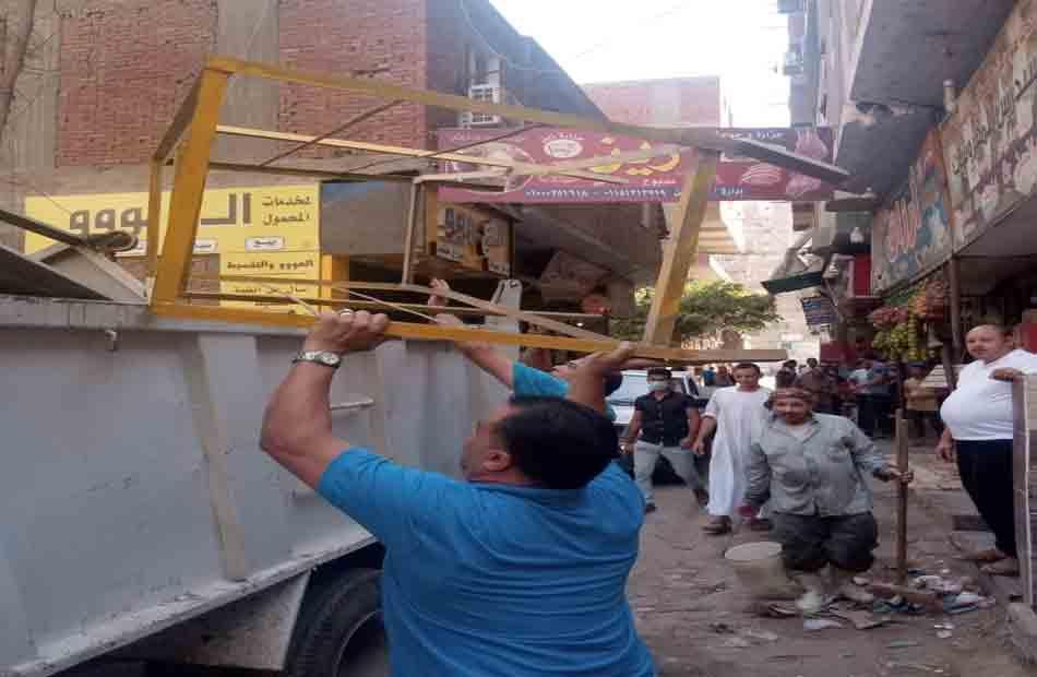 غلق وتشميع  محلات تجارية و قرار إزالة في حملة لحي بولاق الدكرور |صور
