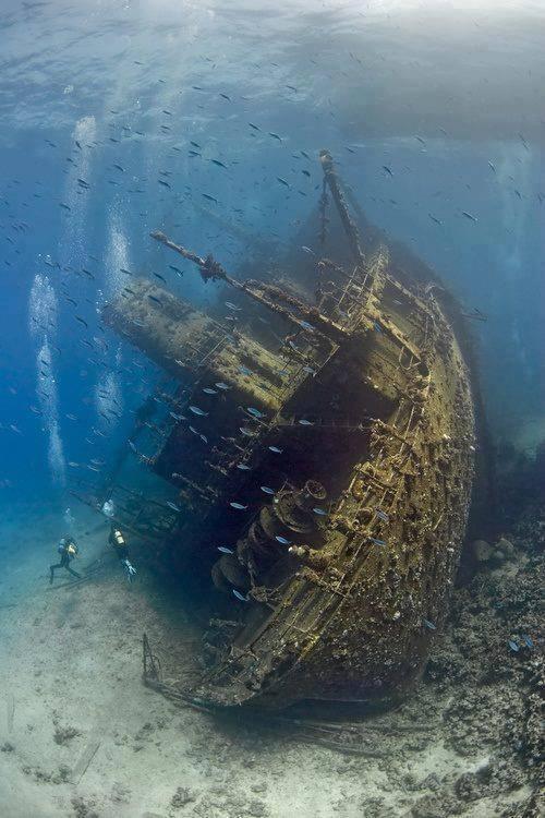 السفن الغارقة بقاع البحر الأحمر