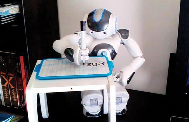روبوت ذكي يحميك من ;كورونا; ابتكار مصري من إبداع طلاب المنيا