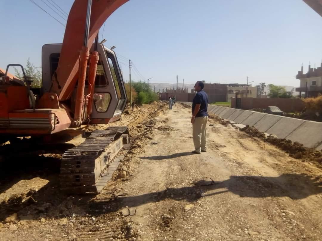 رئيس مركز ساقلته يتفقد أعمال مشروعات الصرف الصحى بالقرى |صور