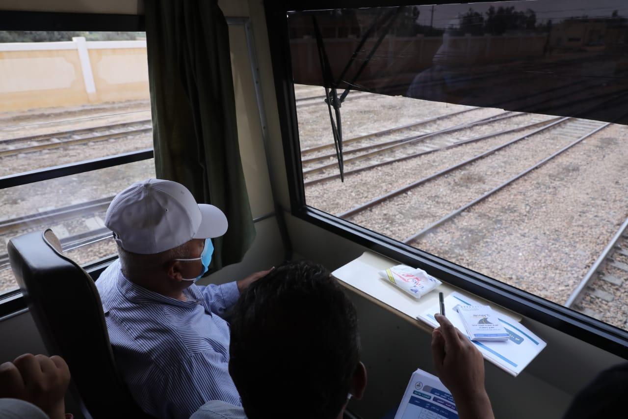 وزير النقل فى القطار الكهربائى (السخنة - مطروح)