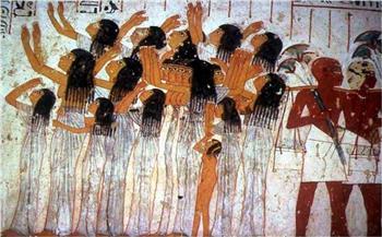 تراث-الجنازات-في-النوبة-الهرولة-لنهر-النيل-وتلطيخ-الوجه-بالطين-ونثر-القمح-للطيور- صور-