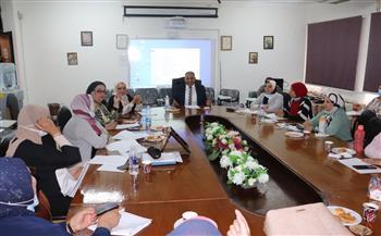 نائب-رئيس-جامعة-الأزهر-يناقش-مع-مجلس-كلية-الصيدلة-بنات-الاستعداد-للعام-الدراسي-الجديد-|صور