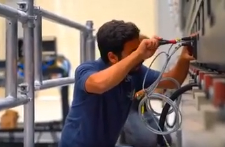 تركيب أول ماكينة من نوعها بالشرق الأوسط لتصنيع القطارات بمصنع سيماف بـ ;العربية للتصنيع;   فيديو