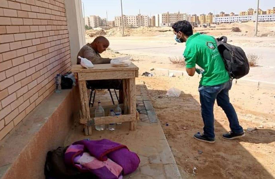 التضامن إنقاذ مسن بلا مأوى يفترش الرصيف بمدينة بدر |صور