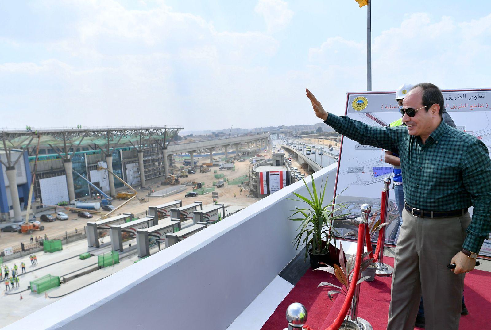 الرئيس السيسى خلال جولته التفقدية