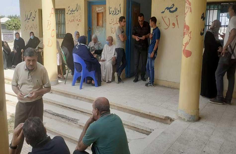 توافد المواطنين على مراكز شباب كفر الشيخ لتلقي لقاح كورونا