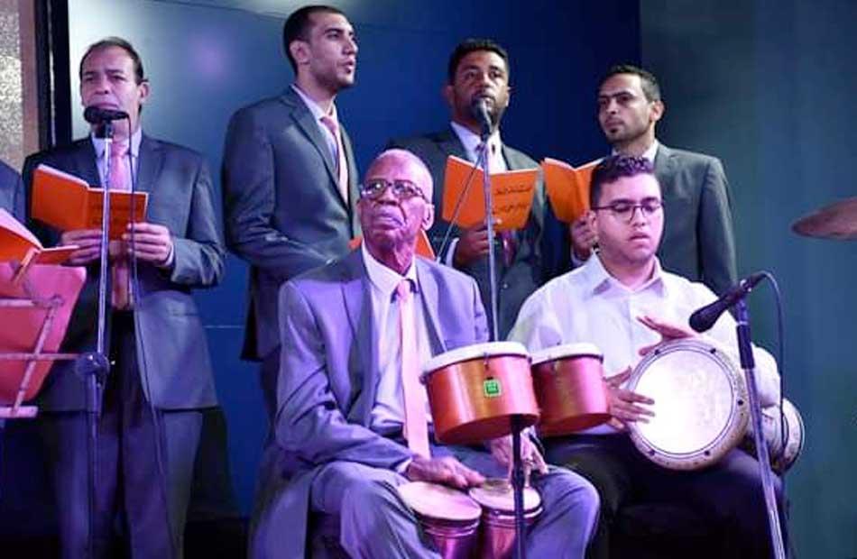 عروض غنائية لفرقة كفر الدوار للموسيقى العربية على مسرح النادي الاجتماعي