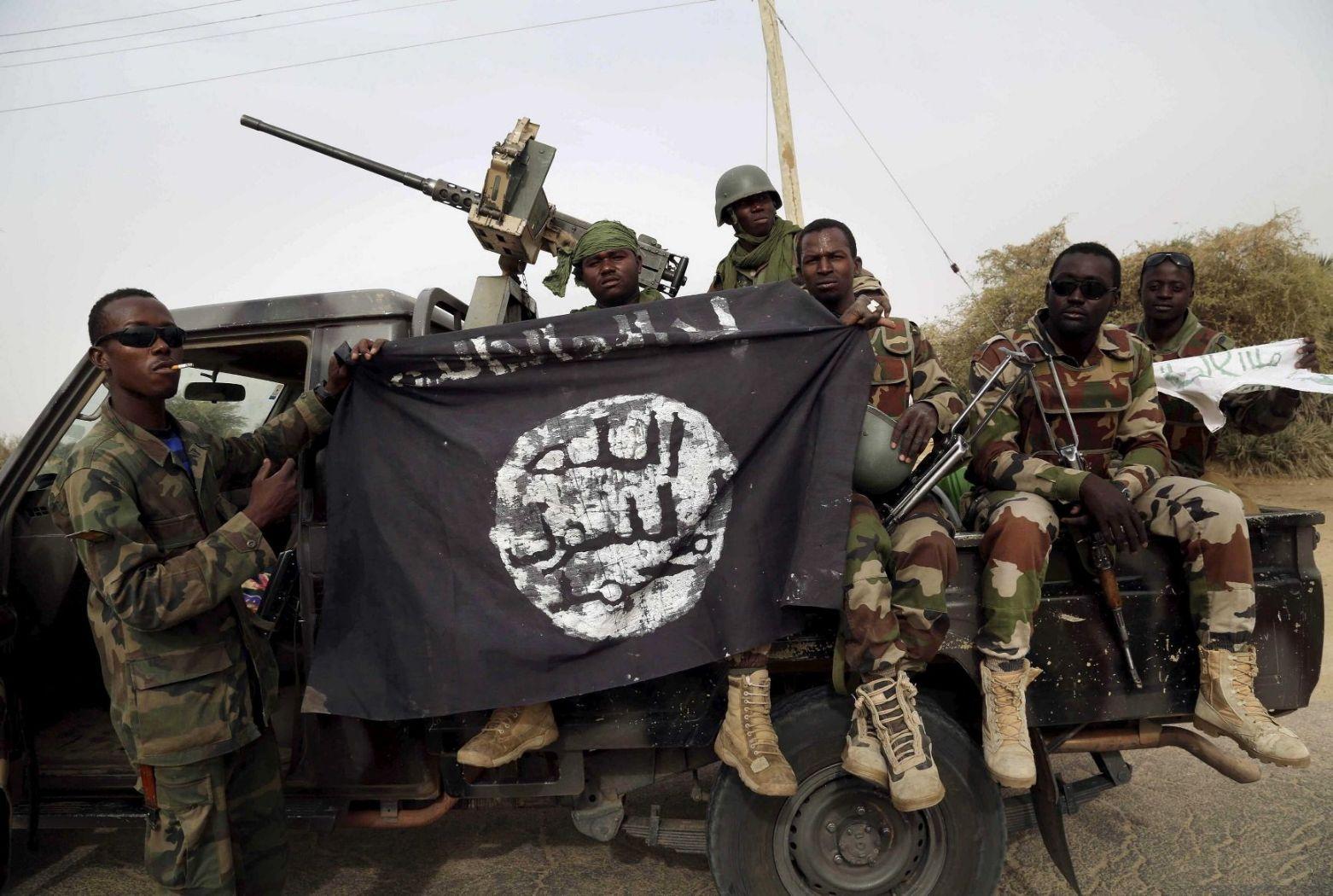 هروب  امرأة وطفل من بوكو حرام في نيجيريا