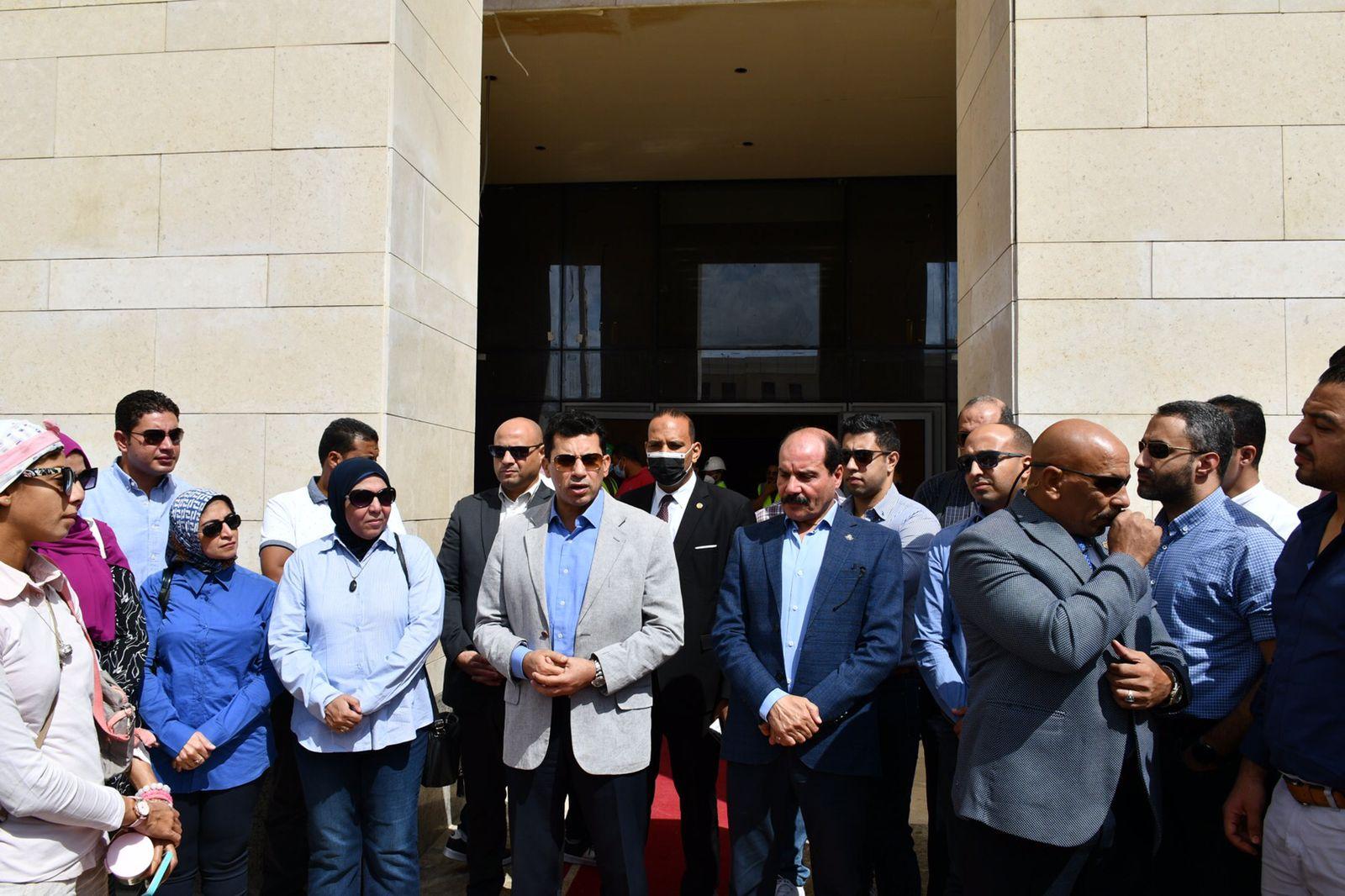 وزير الشباب والرياضة يتفقد مقر الوزارة بالعاصمة الإدارية الجديدة