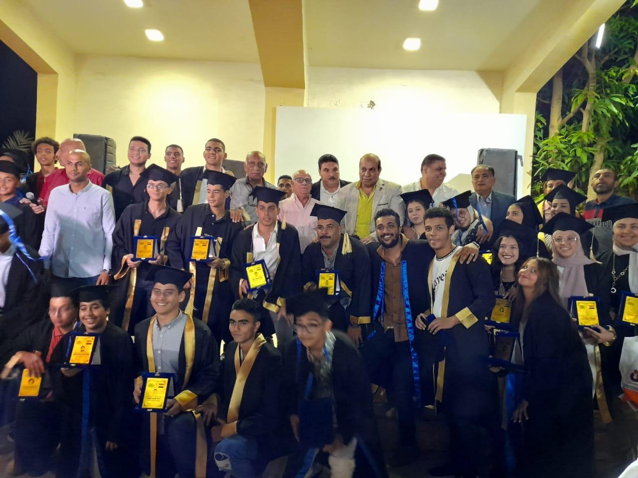 محافظ بورسعيد يشهد حفل تكريم الطلاب المتفوقين بنادى السلام البحري   صور