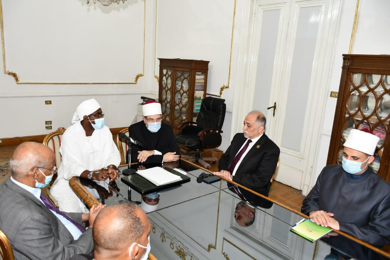 وزير الأوقاف يعقد اجتماعًا مهمًّا مع نظيره السوداني   صور
