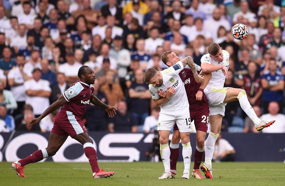 أنطونيو يقود وست هام للفوز على ليدز يونايتد بالدوري الإنجليزي