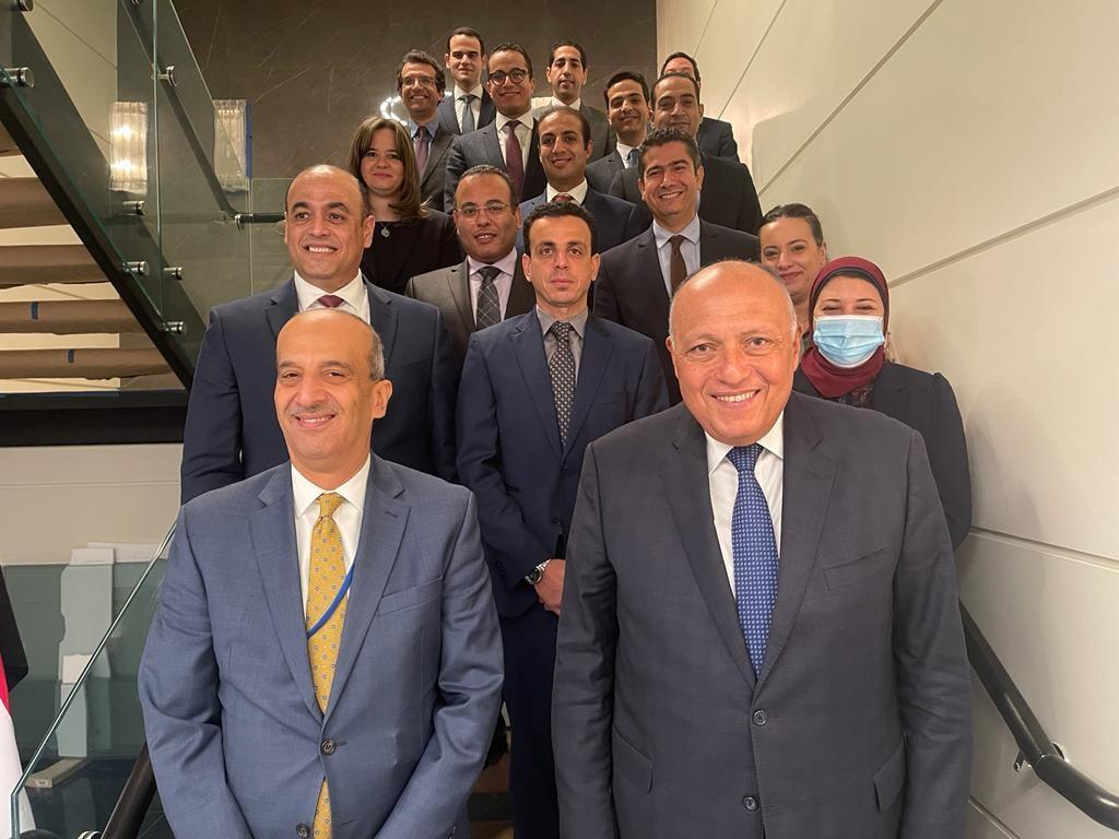 وزير الخارجية يجتمع بأعضاء بعثة مصر الدائمة ولفيف من دبلوماسيينا في الولايات المتحدة|صور