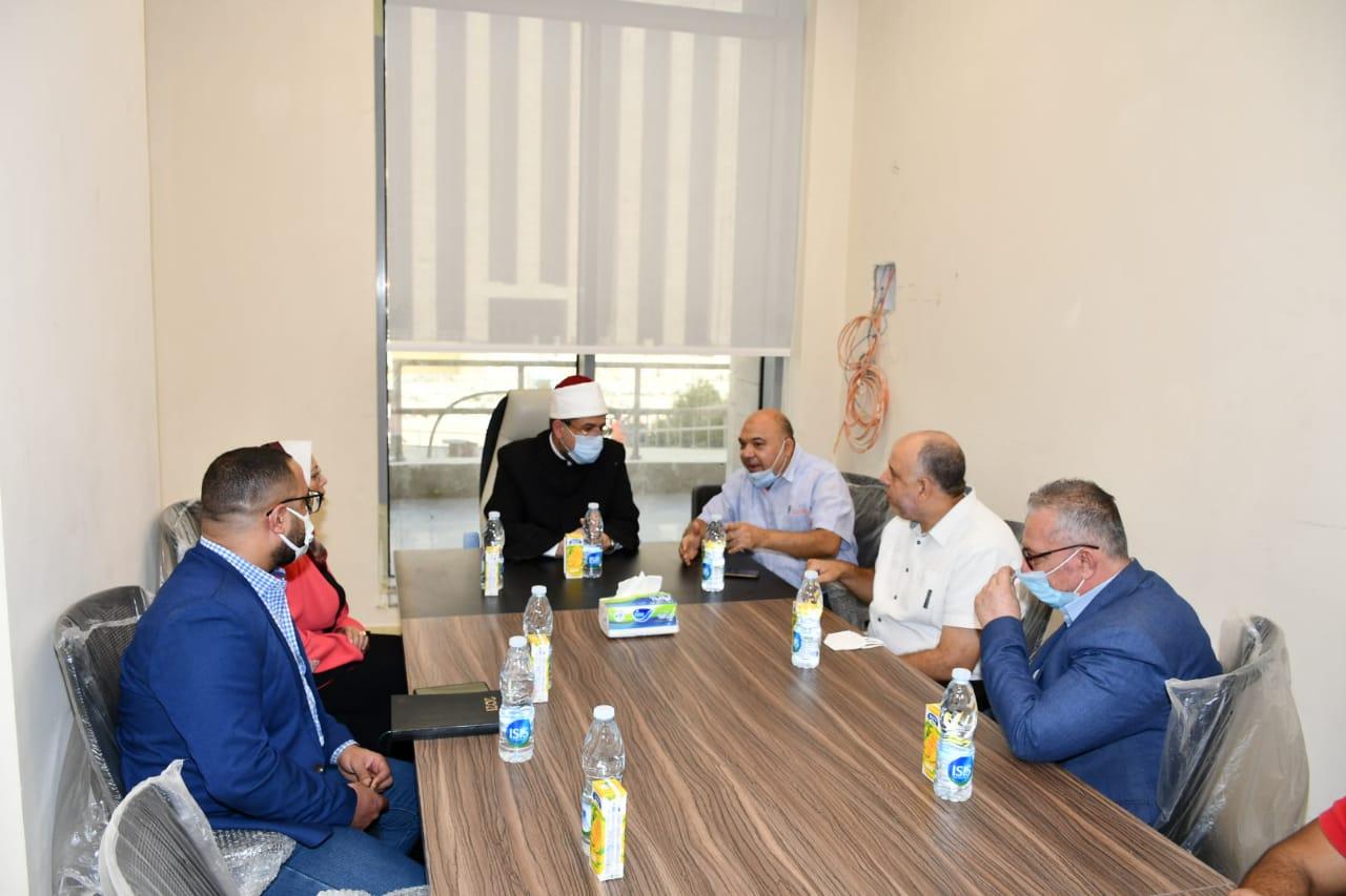 وزير الأوقاف يتفقد المبنى الجديد للوزارة بالعاصمة الإدارية