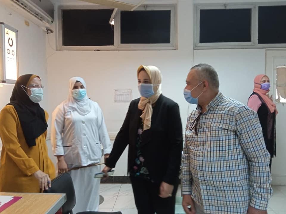 إجراء الكشف الطبى للطالبات المقبولين بمدرسة التمريض
