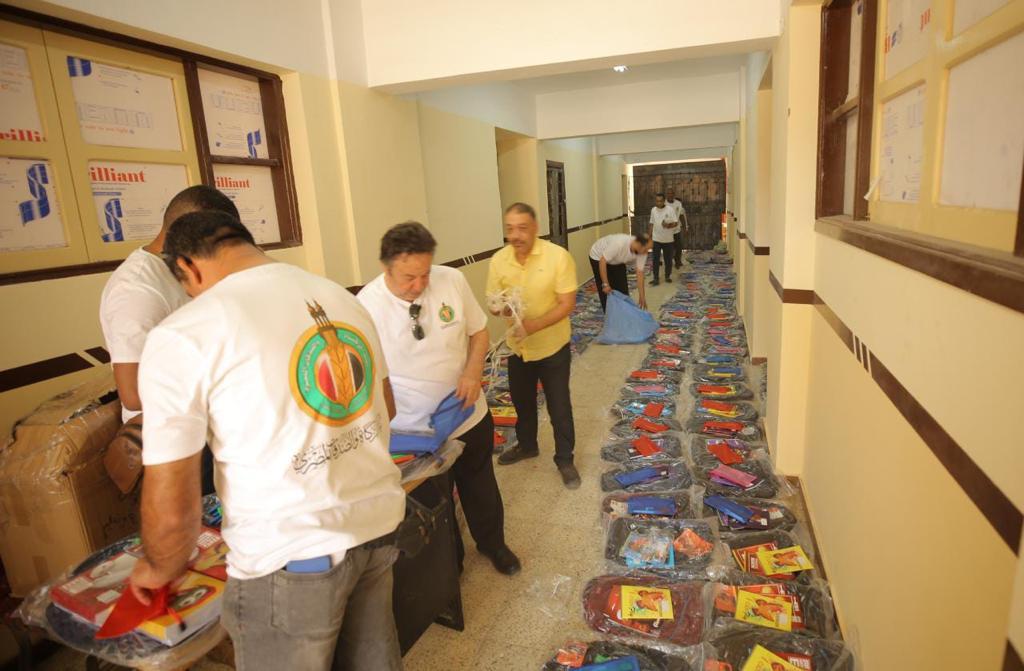 بيت الزكاة يبدأ مبادرة توزيع  ألف شنطة مدرسية على الأيتام وذوي الهمم بالصعيد |صور