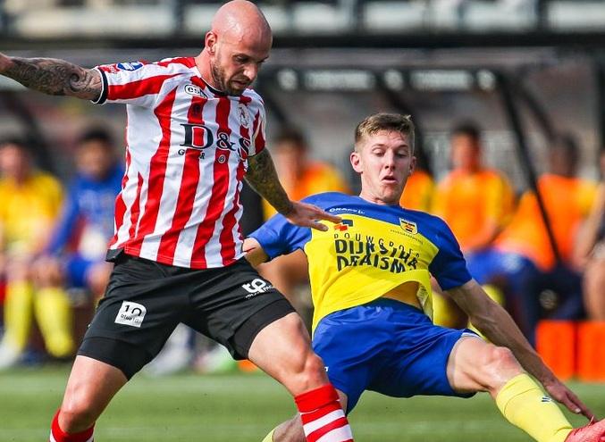 سبارتا روتردام يواصل ترنحه وألكمار يحقق انتصاره الثاني في الدوري الهولندي