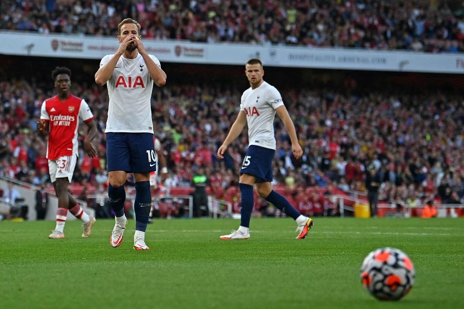 أرسنال يفوز على توتنهام بثلاثية في الدوري الإنجليزي