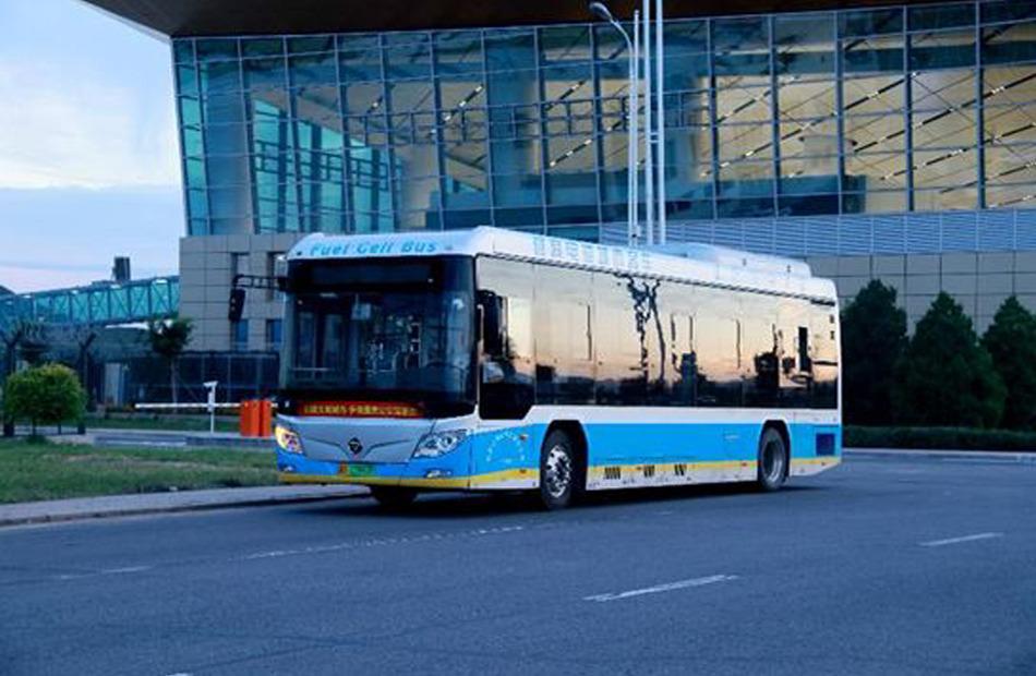 يوم 4 أغسطس     حافلة تعمل بخلايا وقود الهيدروجين في  مطار نينغيوان بمدينة تشانغجياكو.
